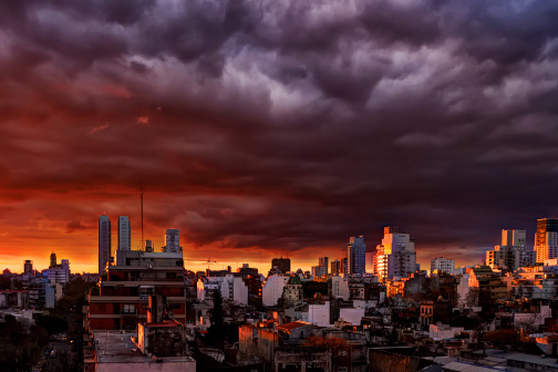 Sonnenaufgang über Buenos Aires
